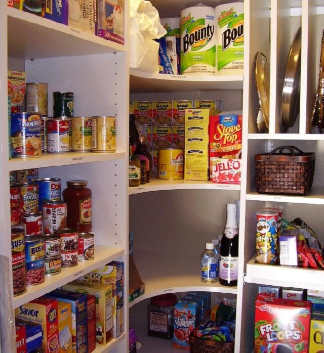 organizing kitchen pantry